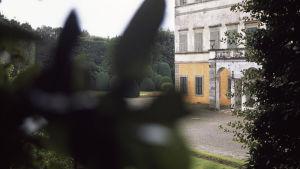 Slott och trädgård. Lena Séraphins fotografi heter Imorgon.