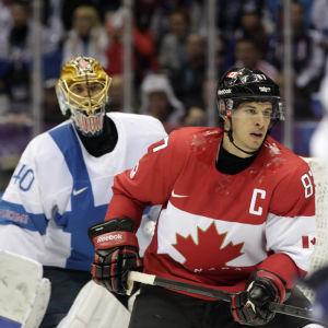 Tuukka Rask och Sidney Crosby.