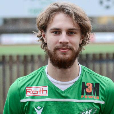 Olli Jakonen med EIF-tröja på sig.