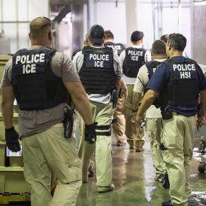 Grändsmyndigheterna i USA slår till mot papperslöa arbetare i Mississippi.