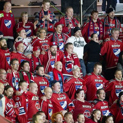 HIFK:n kannattajia kuvassa