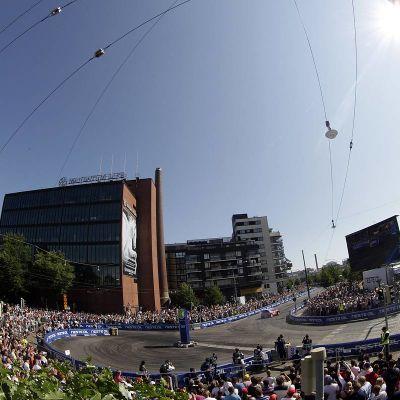 Helsingin ralliyleisö kuvassa