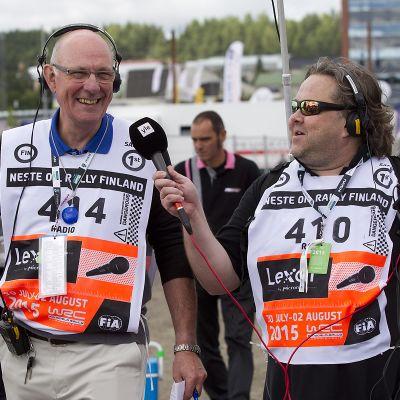 Ralliradio 2015: Tony Melville ja Jussi Lindroos Paviljongin huoltpparkissa.