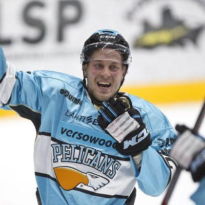 Juhani Tyrväinen, Pelicans #22 juhlii