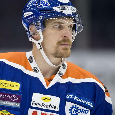 Pekka Saravo kuvassa
