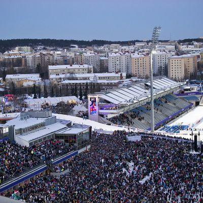 Yleisöä Lahden MM-kisoissa