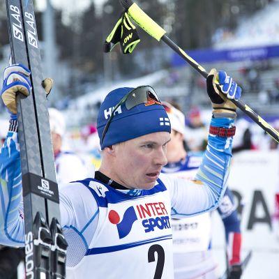 Matti Heikkinen tuulettaa.