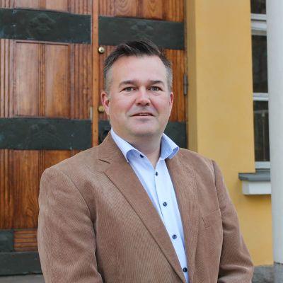 Mikael Luukanen Turun Yliopistosäätiön kuvassa.