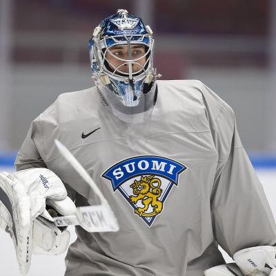 Juuse Saros vaktar Finlands mål mot Ungern i kväll.