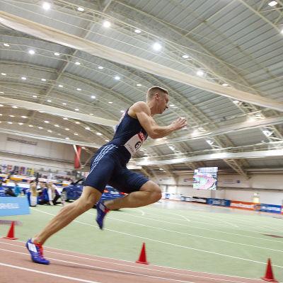 Eetu Rantala löper 200 meter inomhus, Jyväskylä, februari 2015.