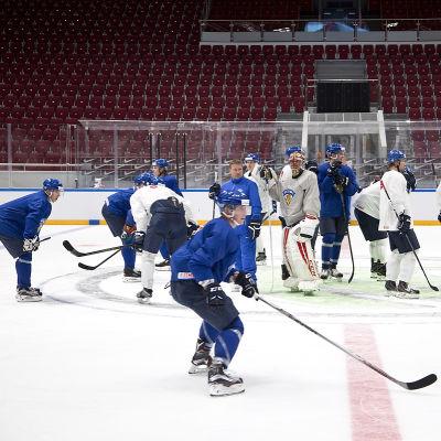 Juuso Hietanen och resten av hockeylejonen får vara på hugget i kväll mot ett starkt vitryskt lag.