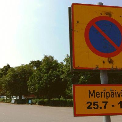 Pysäköintikieltomerkki Kotkan Sapokassa