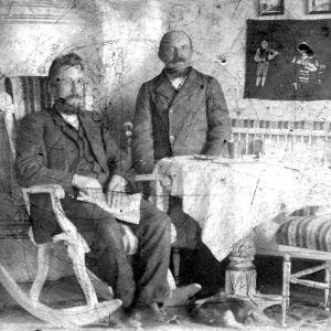 Fattiggårdens första föreståndare Claes Boström och Johannes Stolpe. Foto Selma Boström.