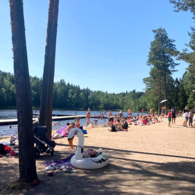 Vantaan Kuusijärven uimaranta.