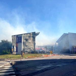 Vantaanportin K-raudan tulipalo.