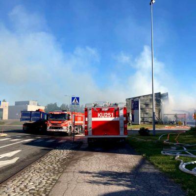 Tänä aamuna Vantaanportissa on ollut runsaasti savua ilmassa. Lähistön asukkaita pyydettiin sulkemaan ikkunat.