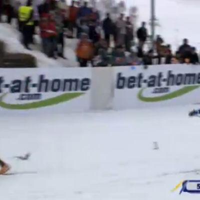 Sami Jauhojärvi tavoittelee saksalaishiihtäjää MM-viestissä Liberecissä 2009.
