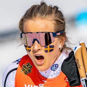 Stina Nilsson ropar ut sin glädje efter VM-guld i Seefeld.