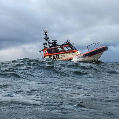 Kuvassa Vaasan meripelastusyhdistyksen wärtsilä rescue-vene