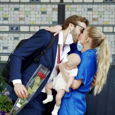 """Petteri Lindbohm: """"Paras palkinto on ottaa oma lapsi syliin"""""""