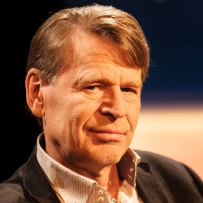 Människorättsprofessorn Martin Scheinin sitter i Daniel Olins tv-studio