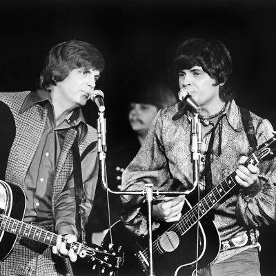 The Everly Brothers eli Phil ja Don Everly esiintymässä Las Vegasissa vuonna 1970.