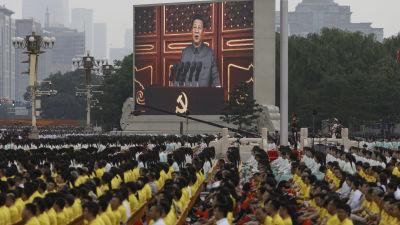 Xis tal visades på storbildsskärm på Himmelska fridens torg och direktsändes på tv.