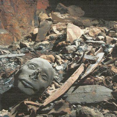 Viranomaisten 28. huhtikuuta 2014 julkaisema kuva muinaisesta haudasta.