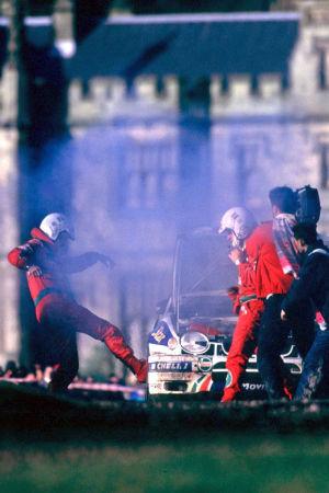 Carlos Sainz bil brinner i Margam Park 1998.