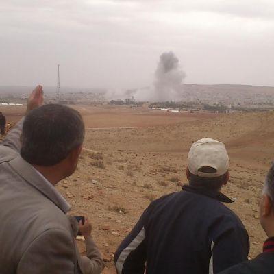USA:s leveranser av vapen har stärkt syrienkurdiska YPG, men staden Kobani riskerar fortfarande att falla till islamistextremisterna IS styrkor.