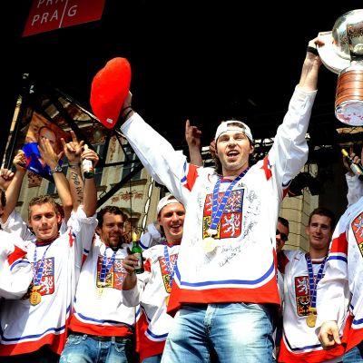 Tšekin jääkiekkomaajoukkue juhlii maailmanmestaruutta Prahassa toukokuussa 2010.