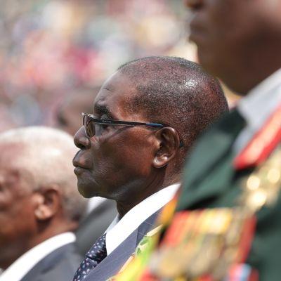 Presidentti Robert Mugabe armeijan juhlatilaisuudessa pääkaupungissa Hararessa elokuun 9. päivä.