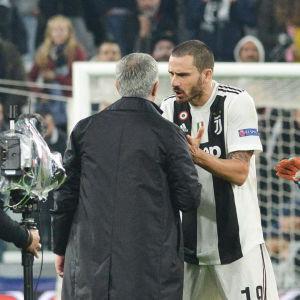 José Mourinho och Leonardo Bonucci grälar.