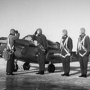 Lentäjät valmiina ensimmäiselle lennolle.