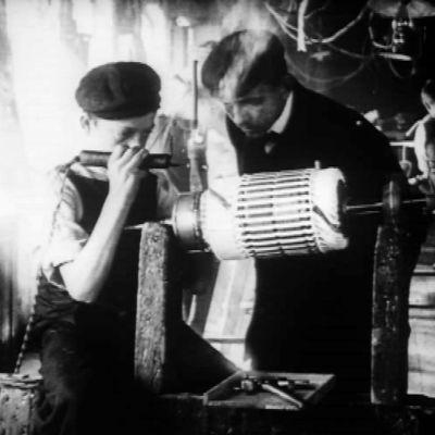 Kuva vuodelta 1913 Strömbergin sähkötehtaasta Sörnäisistä