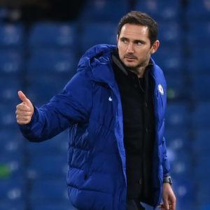 Frank Lampard visar tummen upp mot Kevin De Bruyne.