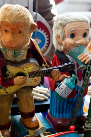 Leksaker och statyer är värda många dollar, eller euro, hur man vill.