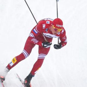Aleksandr Bolsjunov åker i Tour de Ski.