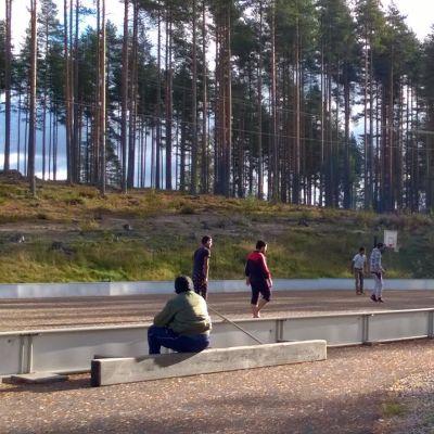 Turvapaikanhakijoita Isohiekan leirikeskuksessa.