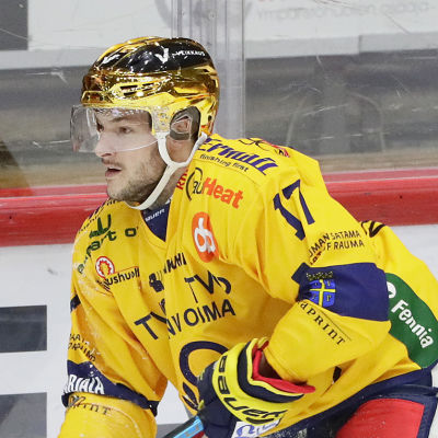 Justin Danforth med pucken