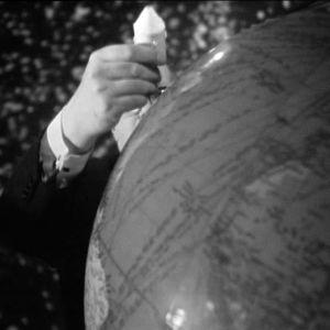 Pertti Jotuni demonstroi kuulentoa studiossa ohjelmassa Ihminen ja avaruus (1969).