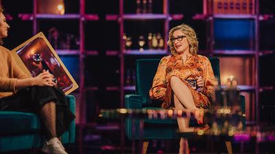 Katja Ståhl istuu Elämäni Biisin tuolissaan