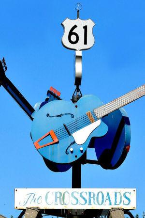 Muistomerkki valtateiden 61 ja 49 risteyksessä Mississippissä, missä legendan mukaan blueslaulaja Robert Johnson möi sielunsa paholaiselle
