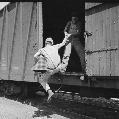 Junapummit opettelivat hyppäämään liikkuvaan junaan