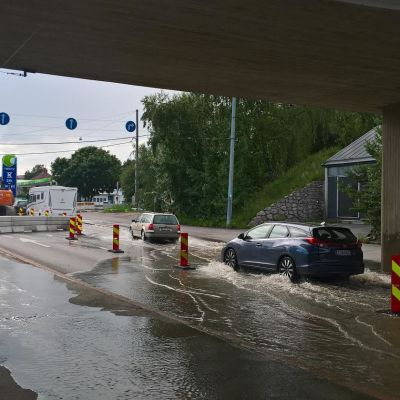 Vesijohto rikkoutui maanantaina Nordenskiöldinkadulla Helsingissä