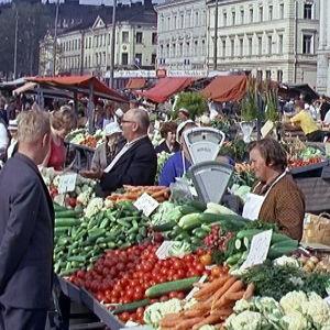 Helsingin kauppatori kesäpäivänä