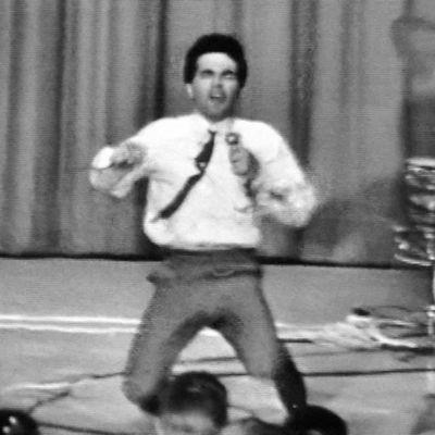 Joey Dee vatkaa Kulttuuritalon lavalla 1963.