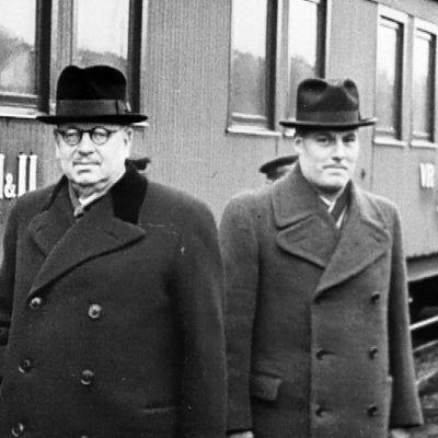Paasikivi avustajineen matkalla Moskovaan talvisodan alla.