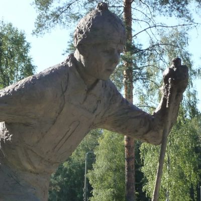 Kalevi Hämäläisen patsas