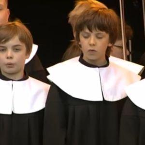 Cantores Minores laulaa suvivirttä.